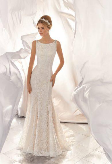 fde6926f07 Na szczęście w każdym salonie sukien ślubnych otrzymamy także aktualne  katalogi